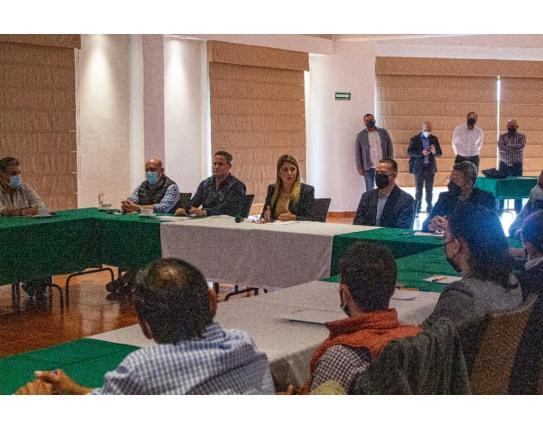 Se reúne Cindy Arvizu con empresarios ganaderos e industriales en Iturbide